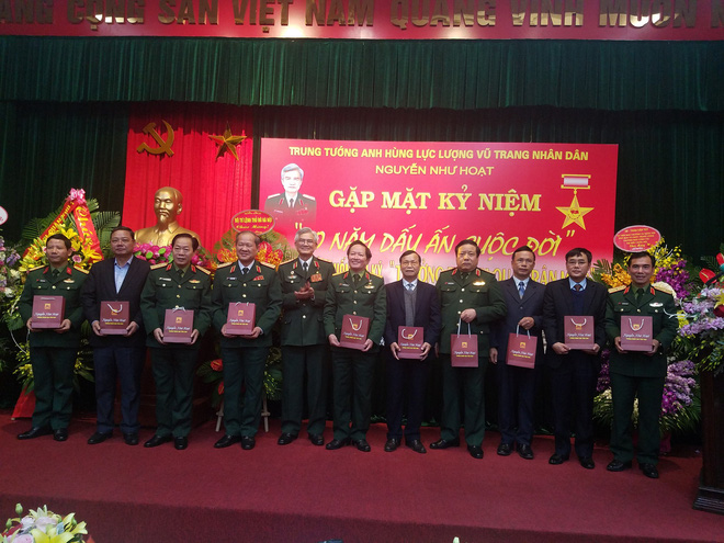 Đại tướng Phùng Quang Thanh ôn lại những phút giây hào hùng, hát mãi khúc quân hành mừng Trung tướng Nguyễn Như Hoạt - Ảnh 3.