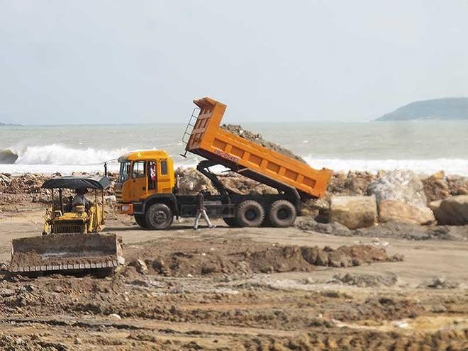 Thu hồi đất 2 dự án lấp lấn vịnh Nha Trang trái phép - Ảnh 1.