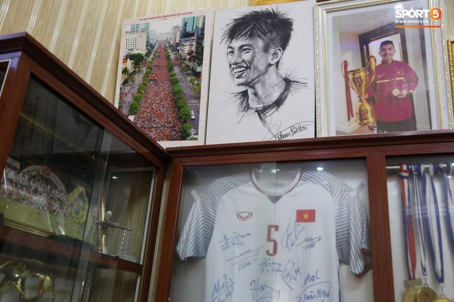 Về thăm nhà Văn Hậu, phát hiện món quà đầu tiên em út ĐT Việt Nam mua cho cha mẹ bằng đồng lương kiếm được - Ảnh 5.