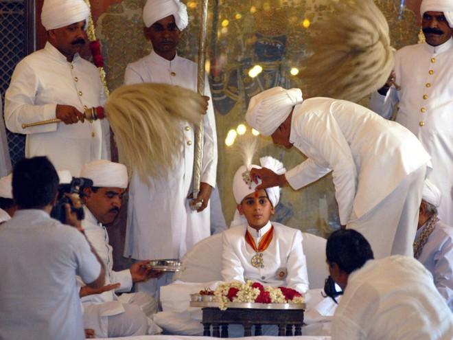Rich kid oách nhất Ấn Độ: 20 tuổi đã thừa kế ngai vàng, sở hữu khối tài sản hàng trăm triệu đô - Ảnh 2.