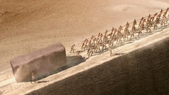 Phát hiện khảo cổ dị nhất 2018: Quan tài nặng gần 30 tấn chứa hài cốt, chất lỏng kỳ lạ - Ảnh 4.