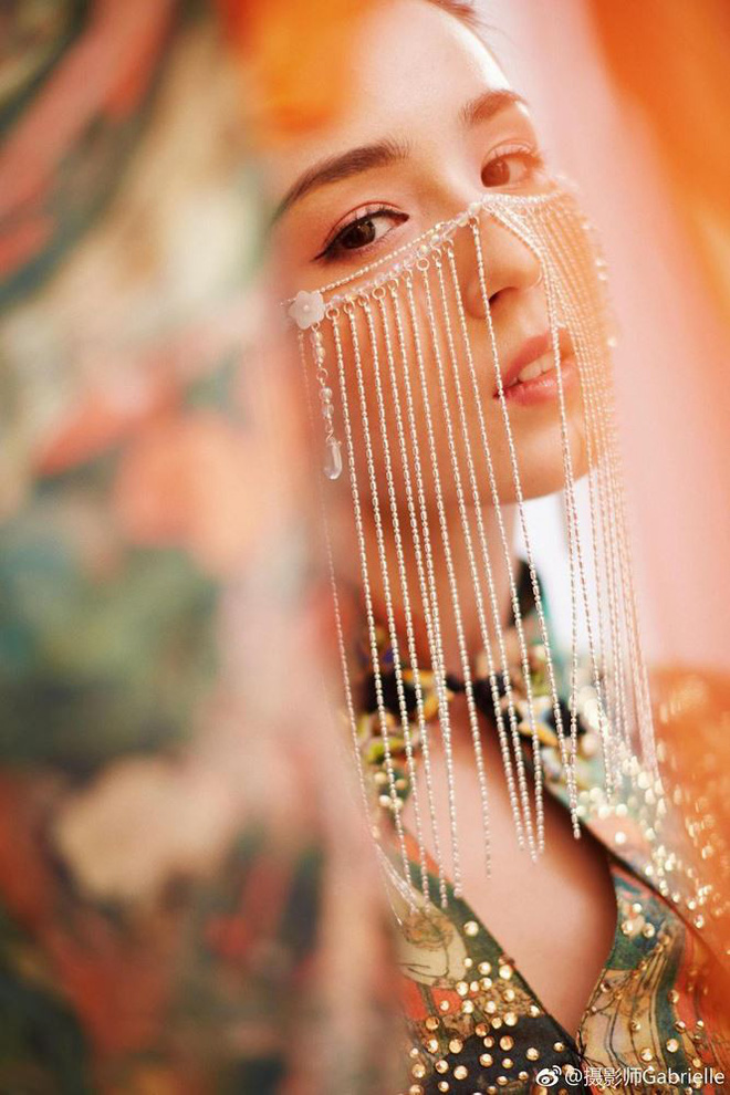 Mỹ nữ Tân Cương nhảy múa đẹp như tiên nữ hạ phàm trên sân khấu - Ảnh 8.