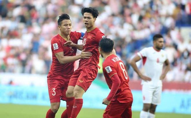 """Tinh thần thi đấu tuyệt vời của ĐT Việt Nam khiến dân  mạng phấn khích: """"Như xem World Cup"""""""