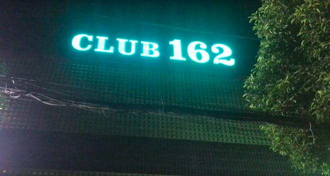 Phát hiện nhiều dân chơi đang phê ma túy trong quán bar, karaoke ở Sài Gòn - Ảnh 1.