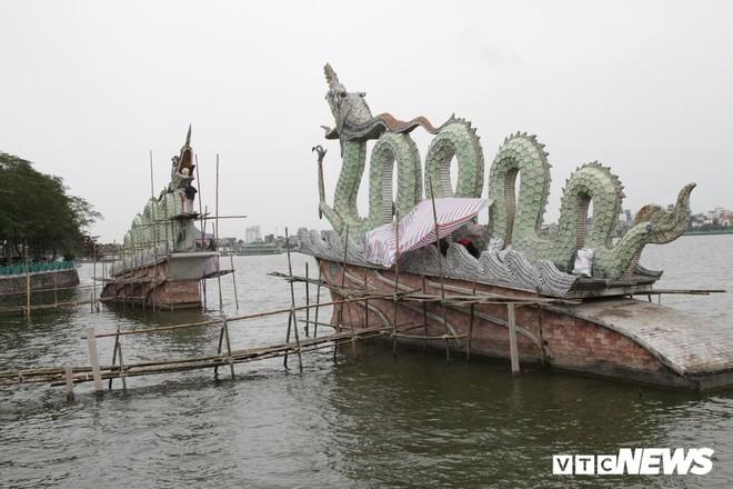 Ảnh: Đôi rồng thời Lý nặng 60 tấn ở Hồ Tây lần đầu được tu sửa đón Tết Nguyên đán - Ảnh 1.