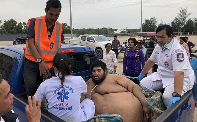 30 người vật lộn giải cứu chàng trai nặng hơn 300 kg
