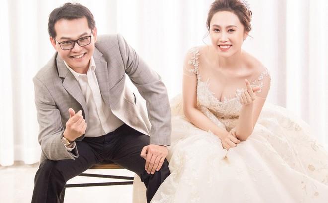 Sau đám cưới với vợ kém 19 tuổi, NSND Trung Hiếu: Tôi không có cả đêm tân hôn!
