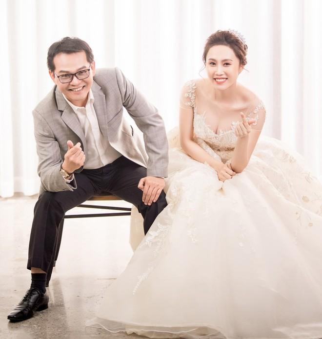 Sau đám cưới với vợ kém 19 tuổi, NSND Trung Hiếu: Tôi không có cả đêm tân hôn! - Ảnh 3.