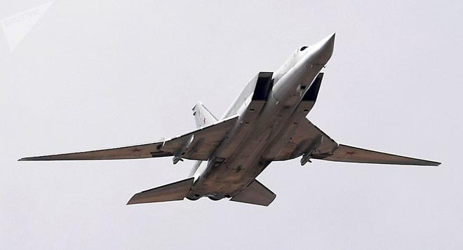 Tai nạn nghiêm trọng - Máy bay ném bom chiến lược Tu-22M3 tối tân Nga đâm xuống đất - Ảnh 1.