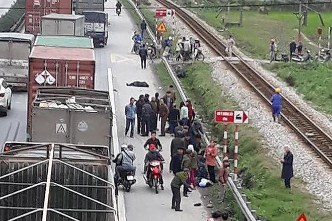 Ám ảnh hình vẽ tại hiện trường vụ tai nạn 8 người chết ở Hải Dương - Ảnh 13.