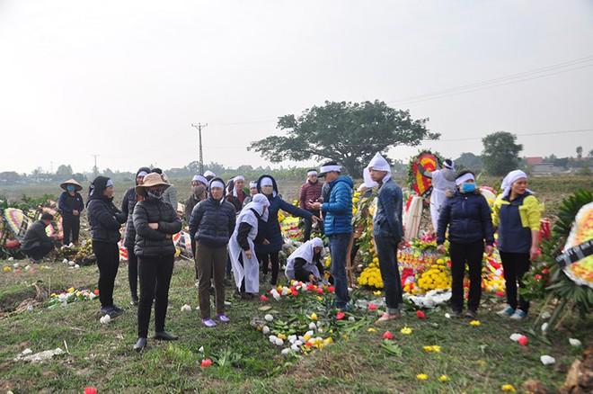 Vụ tai nạn 8 cán bộ xã tử vong: Xót xa cảnh 5 nấm mộ cạnh nhau trong bán kính 100 mét - Ảnh 17.