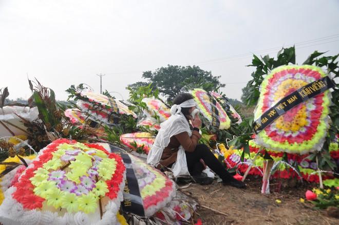 Đại tang ở Kim Lương: Đắp mộ người này chưa xong phải chạy tắt đồng đưa người khác - Ảnh 1.