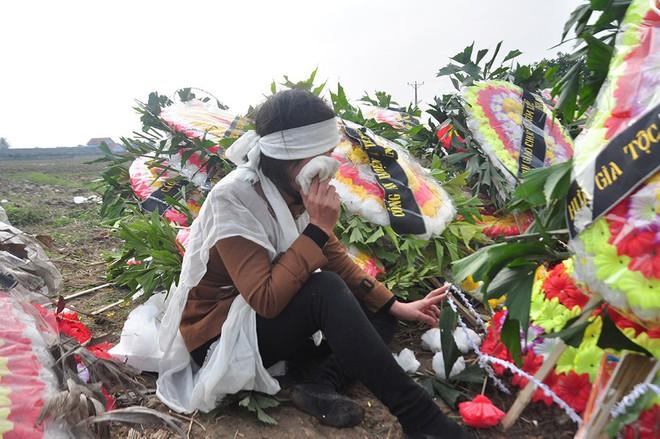Vụ tai nạn 8 cán bộ xã tử vong: Xót xa cảnh 5 nấm mộ cạnh nhau trong bán kính 100 mét - Ảnh 19.