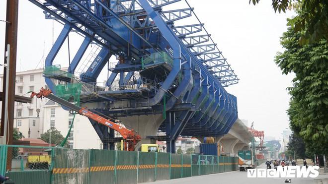 Ảnh: Đại công trường gần 10.000 tỷ đồng trên đường cong mềm mại ở Hà Nội - Ảnh 3.