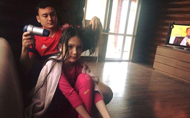 Kết quả hình ảnh cho Văn Lâm và em gái
