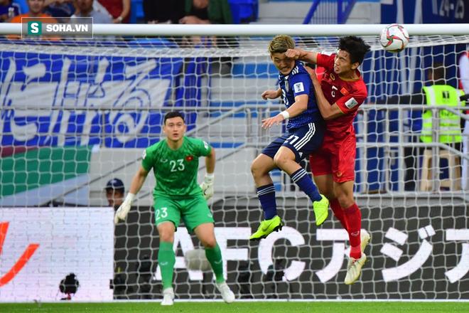 Báo châu Á lại gây tranh cãi khi chấm điểm Đặng Văn Lâm thua kém thủ môn Nhật Bản - Ảnh 1.