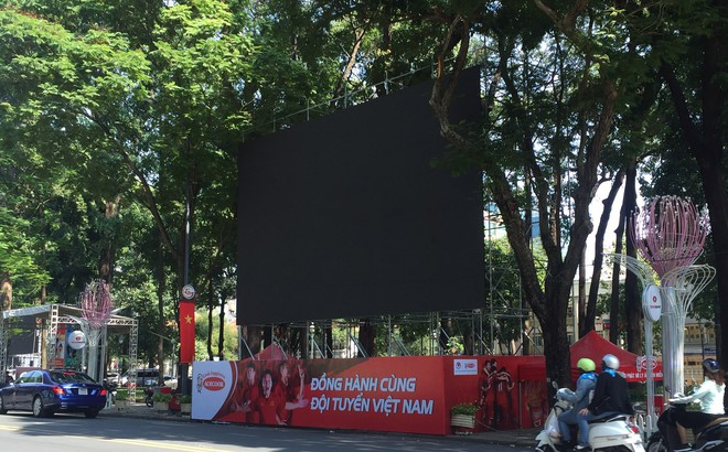 TP HCM lắp 5 màn hình lớn ở đường Lê Duẩn trực tiếp trận Việt Nam - Nhật Bản