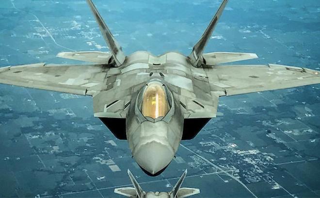 """F-22 Mỹ phóng tên lửa tấn công: S-300VM Nga ở Venezuela sẽ chỉ còn là """"đống tro tàn""""!"""
