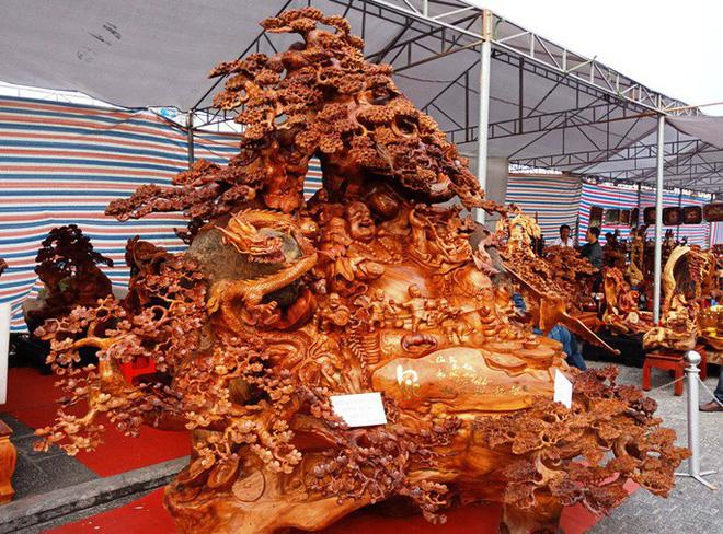 """""""Choáng"""" với bức tượng Phật Di Lặc bằng gỗ hương giá 1,2 tỉ đồng - Ảnh 4."""