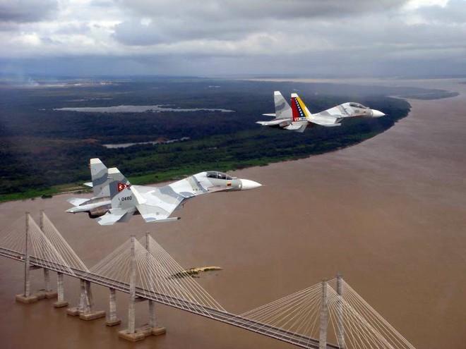 Quân đội Venezuela trang bị rất hiện đại: Đứng trước tâm bão - Ảnh 2.