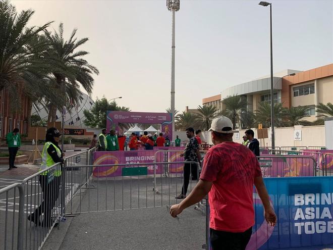 Không khí hừng hực tại Dubai trước trận đấu Việt Nam vs Nhật Bản - Ảnh 12.
