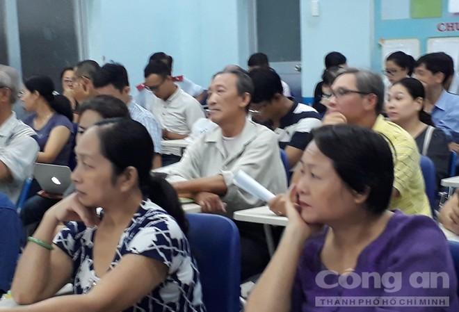 Chung cư ở trung tâm Sài Gòn nghiêng nghiêm trọng, khẩp cấp di dời dân trong đêm - Ảnh 3.