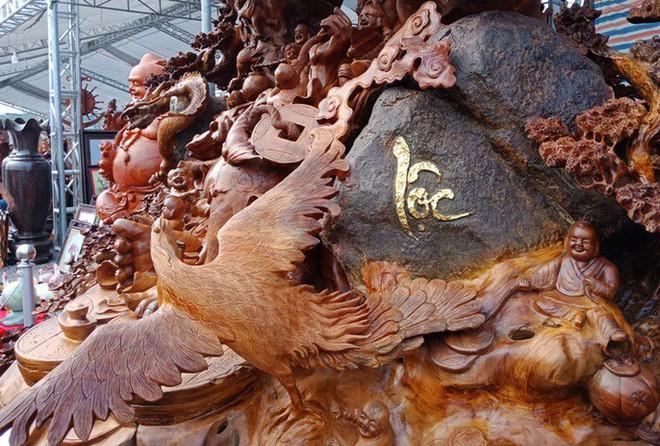 """""""Choáng"""" với bức tượng Phật Di Lặc bằng gỗ hương giá 1,2 tỉ đồng - Ảnh 7."""