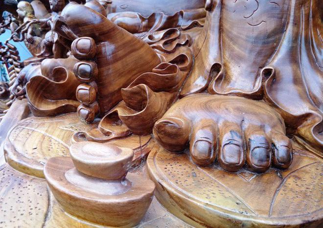 """""""Choáng"""" với bức tượng Phật Di Lặc bằng gỗ hương giá 1,2 tỉ đồng - Ảnh 10."""