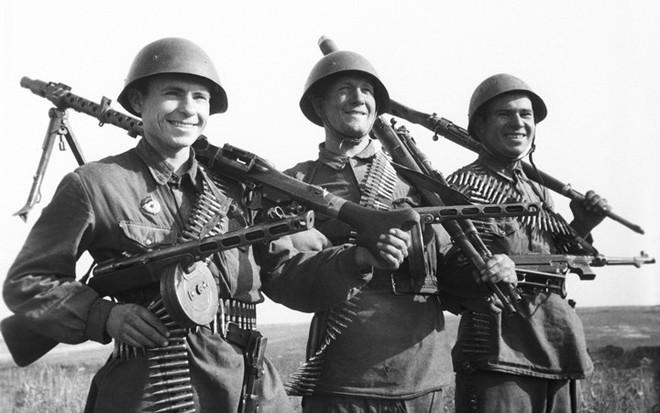 Khẩu súng huyền thoại của Liên Xô trong cuộc chiến Vệ quốc vĩ đại - Ảnh 2.