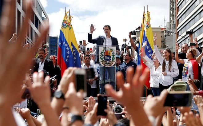 """Venezuela: Phe ủng hộ TT Maduro dọa """"cắt điện ĐSQ Mỹ"""", Mỹ triệu hồi nhân viên ngoại giao về nước"""