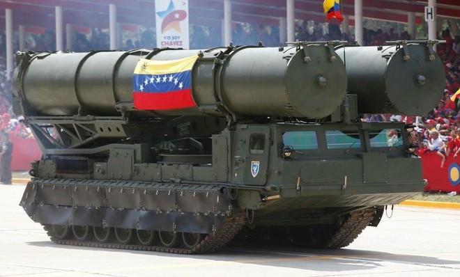 F-22 Mỹ phóng tên lửa tấn công: S-300VM Nga ở Venezuela sẽ chỉ còn là đống tro tàn! - Ảnh 1.