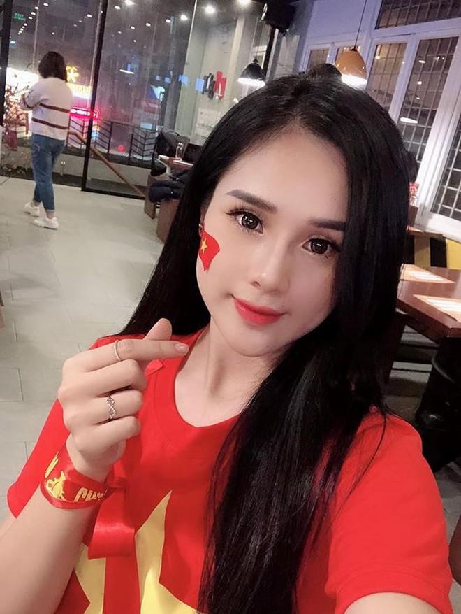 Gia nhập hội bạn gái cầu thủ, Ngọc Nữ vẫn phủ nhận yêu Phan Văn Đức - Ảnh 3.