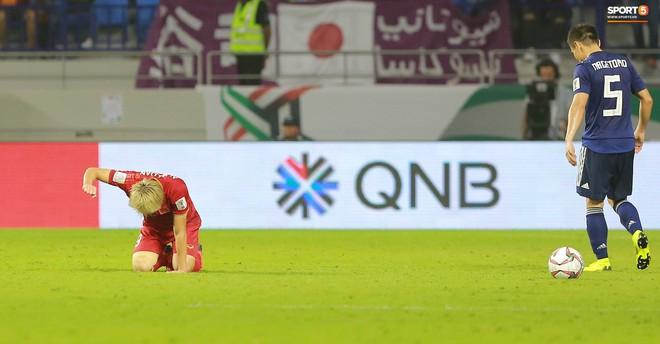 Văn Toàn đổ gục sau trận thua, ai nhìn hình ảnh này cũng muốn vào sân kéo cậu ấy đứng dậy - Ảnh 5.