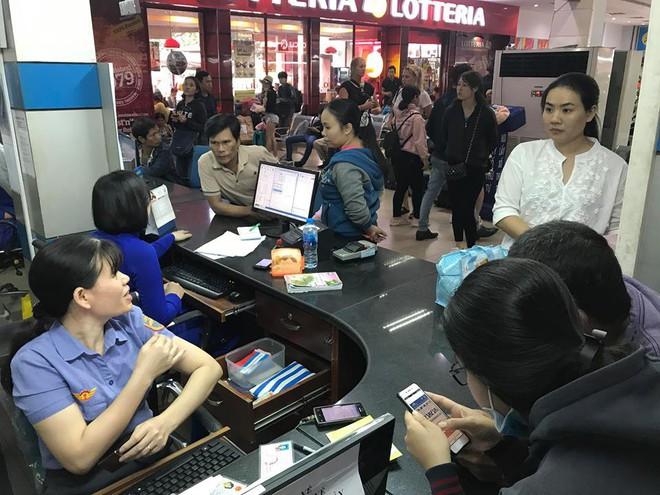 Hàng trăm khách ngủ vật vờ tại ga Sài Gòn vì tàu trật bánh ở Bình Thuận - Ảnh 5.