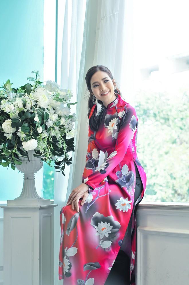 Hoa hậu biển Ninh Hoàng Ngân khoe vẻ đẹp dịu dàng, nữ tính  - Ảnh 9.