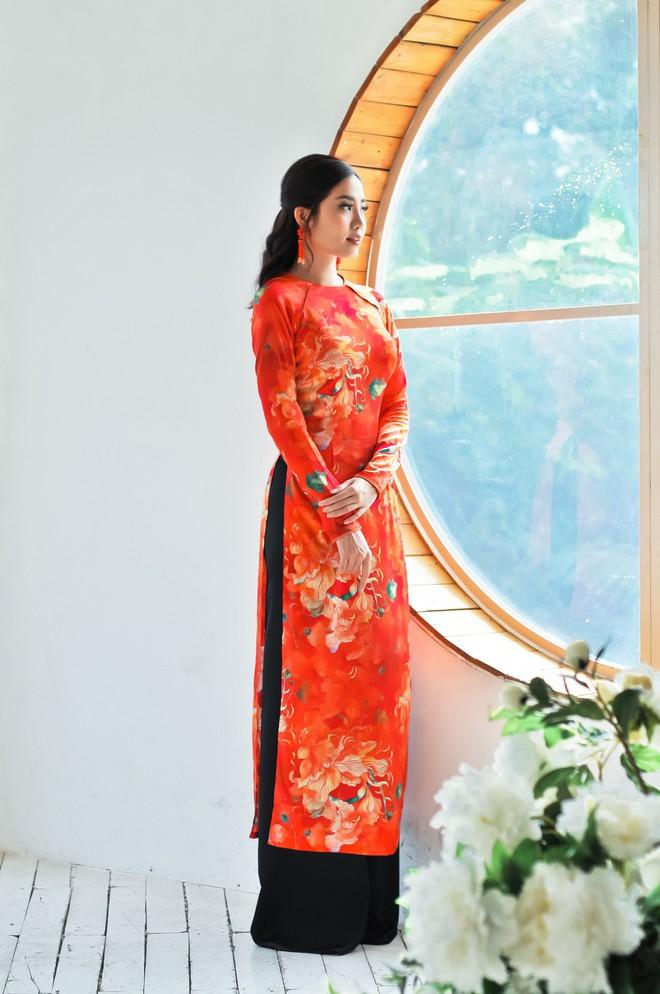 Hoa hậu biển Ninh Hoàng Ngân khoe vẻ đẹp dịu dàng, nữ tính  - Ảnh 8.