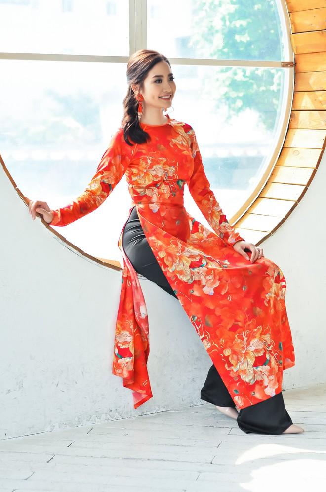 Hoa hậu biển Ninh Hoàng Ngân khoe vẻ đẹp dịu dàng, nữ tính  - Ảnh 6.