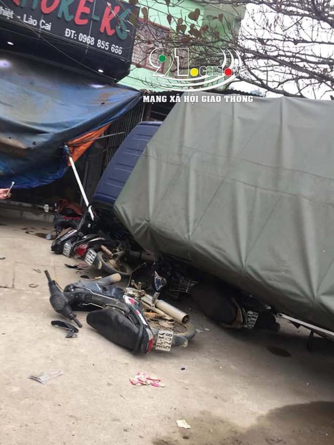 Hiện trường vụ t.ai n.ạn xe khách lao vào 6 xe máy bên đường khiến nhiều người r.ùng m.ình  - Ảnh 3.
