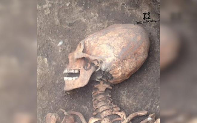 Phát hiện bộ xương phụ nữ có hộp sọ của người ngoài hành tinh - Ảnh 1.