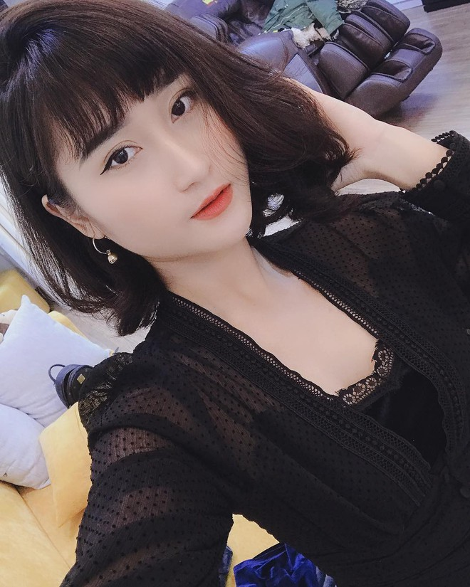 Dàn bạn gái cầu thủ Việt: Xinh đẹp, nổi tiếng nhưng chưa hết, họ còn có cuộc sống sang chảnh đáng ghen tỵ - Ảnh 13.