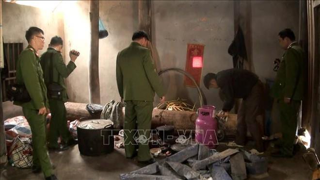 Phóng viên TTXVN bị đe dọa, hành hung tại hiện trường khai thác quặng trái phép  - Ảnh 3.