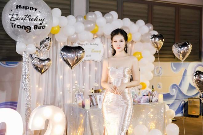 Dàn bạn gái cầu thủ Việt: Xinh đẹp, nổi tiếng nhưng chưa hết, họ còn có cuộc sống sang chảnh đáng ghen tỵ - Ảnh 21.