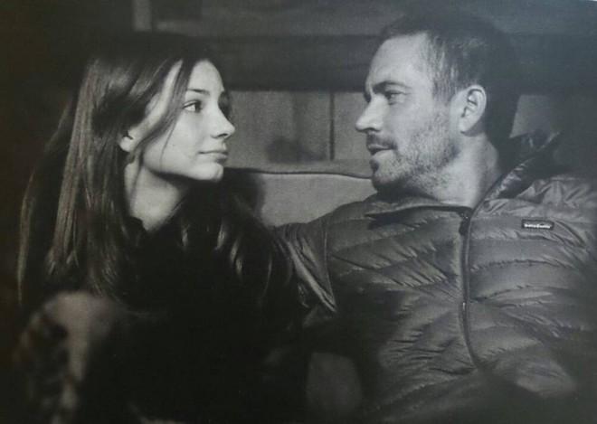 Con gái Paul Walker 5 năm sau ngày mất cha: Thành người mẫu nóng bỏng, thay cha làm điều dang dở - Ảnh 1.