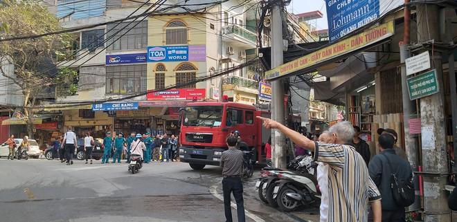 Cháy nhà trên phố cổ Hà Nội ngày cúng ông Công, ông Táo - Ảnh 3.