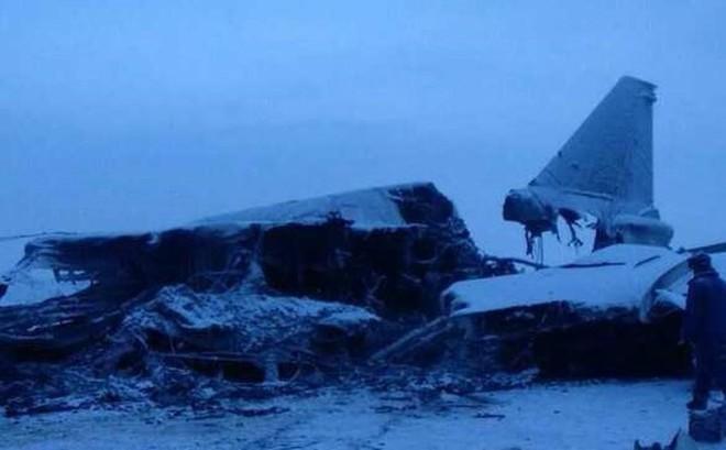 """Tu-22M3 rơi vào """"tuyết đổ"""" gãy đôi, 3 phi công thiệt mạng"""