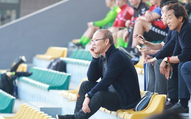 HLV Park Hang-seo chưa vội về Hàn Quốc ăn Tết, dành thời gian dự khán trận đấu của đội sinh viên Hàn Quốc