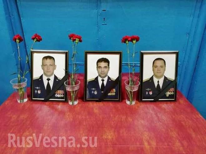 """Tu-22M3 rơi vào """"tuyết đổ"""" gãy đôi, 3 phi công thiệt mạng - Ảnh 3."""
