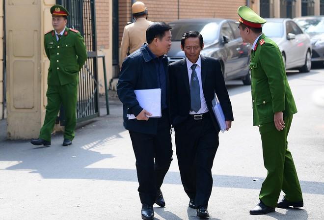 Sau khi bị tuyên hơn 30 tháng t.ù, 2 cựu Thứ trưởng Bộ Công an bình thản rời tòa - Ảnh 8.