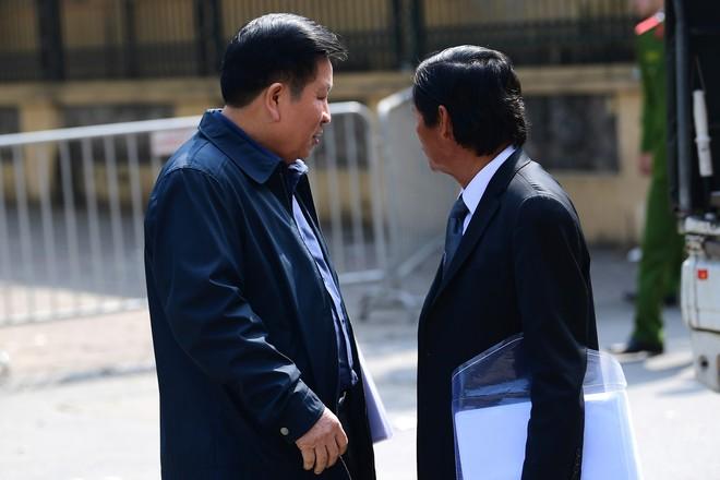 Sau khi bị tuyên hơn 30 tháng t.ù, 2 cựu Thứ trưởng Bộ Công an bình thản rời tòa - Ảnh 10.