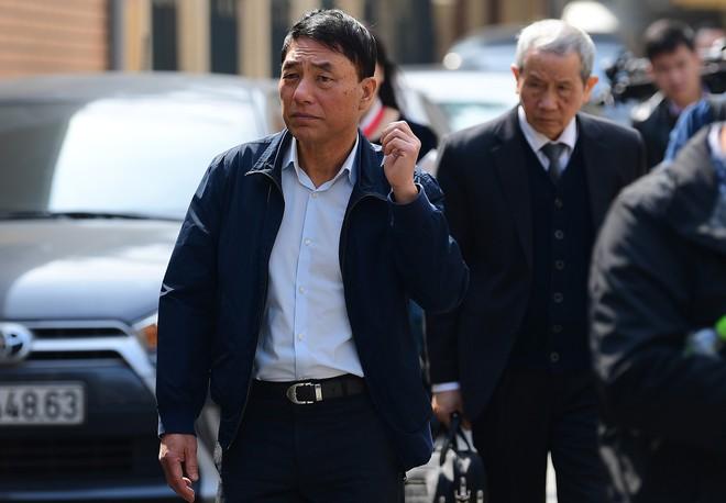 Sau khi bị tuyên hơn 30 tháng t.ù, 2 cựu Thứ trưởng Bộ Công an bình thản rời tòa - Ảnh 13.